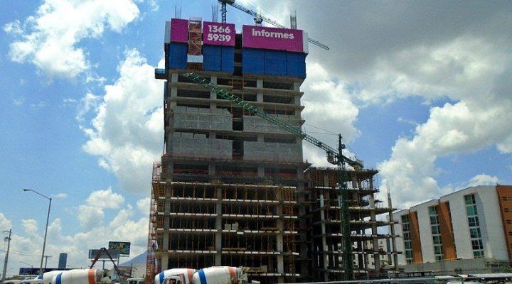 Alcanza nivel 15 (de 45) torre mixta en Av. Morones Prieto