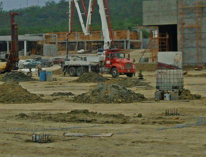 Levantan primeros locales de complejo comercial en MTY