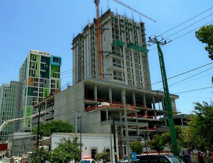 Llega al 65 por ciento estructura de torre mixta en MTY
