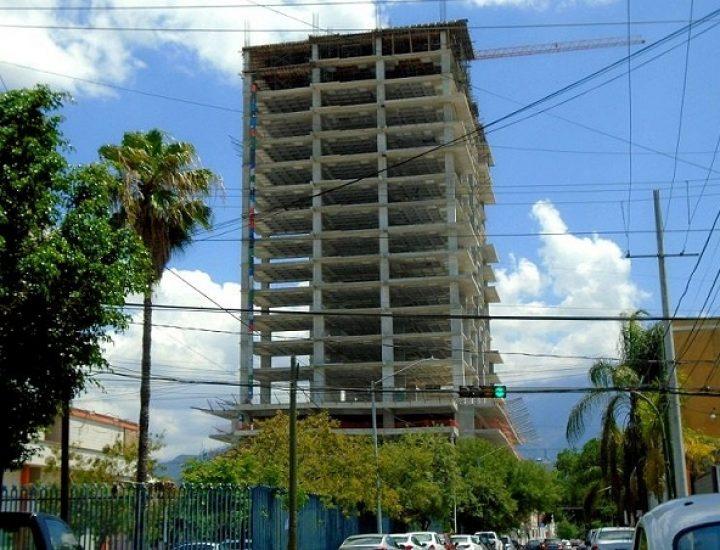 Edifican niveles superiores de torre en zona Centro
