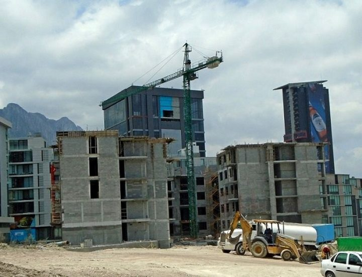 Crece segunda torre de conjunto vertical en Santa Catarina