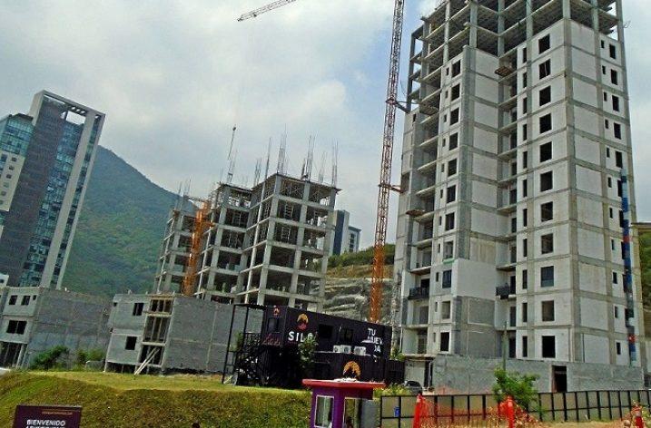 Levantan segunda torre de complejo en Valle Oriente
