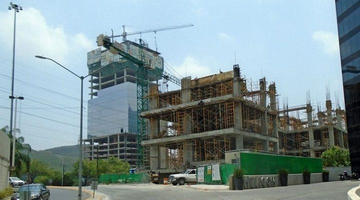 Emergen primeros niveles de torre mixta en San Pedro