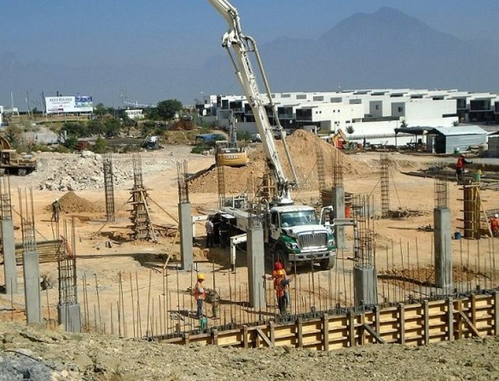 Arranca obra civil de plaza comercial en Av. Leones