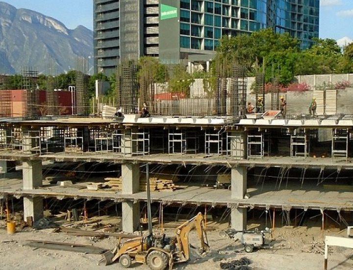 Levantan niveles bajo tierra de complejo en Santa Catarina