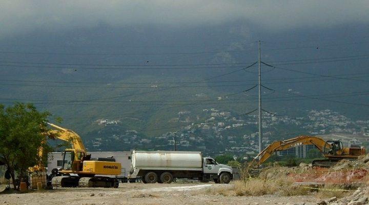 Construirán desarrollo de uso mixto de 50  mil m2; arriba maquinaria