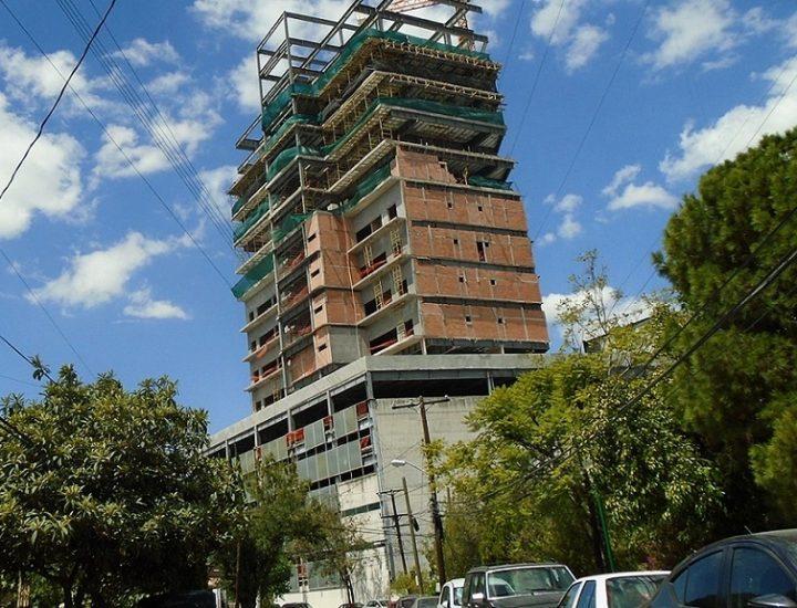Torre corporativa de MACH Construye, cerca de alcanzar su cúspide