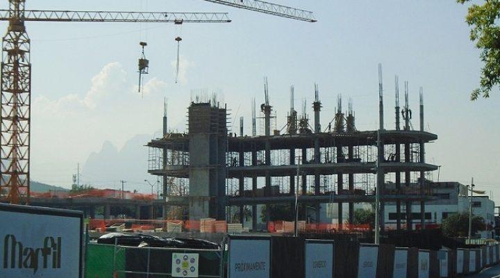 Levantan estructura de 'street mall' en San Pedro