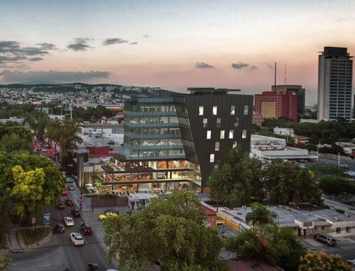 Alcanza nivel de suelo complejo de uso mixto en Calzada San Pedro