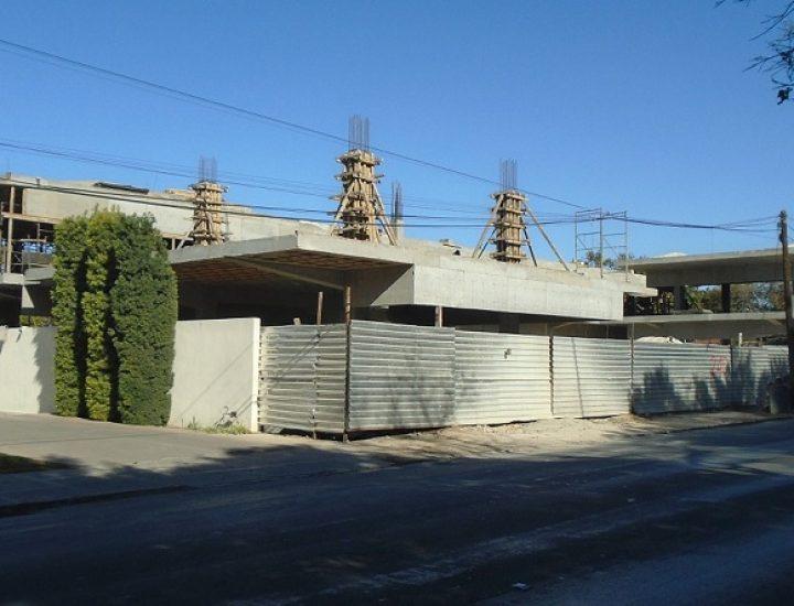 Avanza estructura de 'street mall' en Calzada del Valle