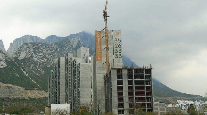 Llega a nivel 9 (de 22) edificio departamental en Valle Poniente