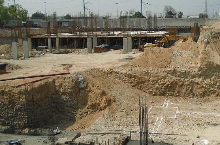 Ejecutan cimentación de obra habitacional en San Pedro