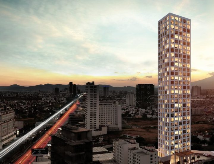 Dan primer 'zapapicazo' a torre de 31 pisos en Puebla