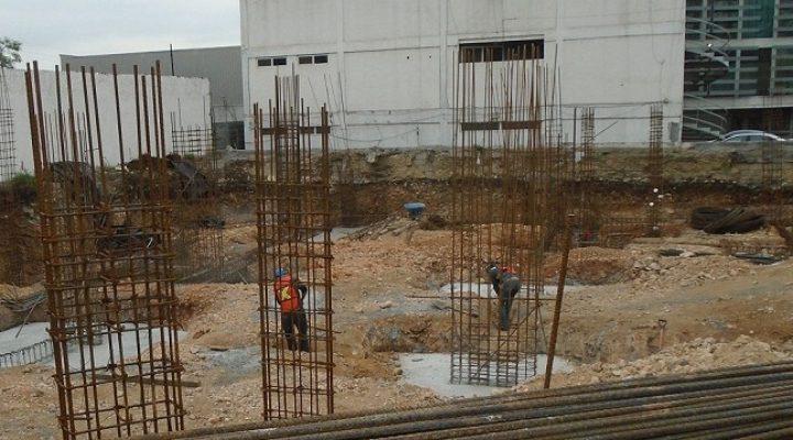 Inicia cimentación de plaza con oficinas en zona Cumbres