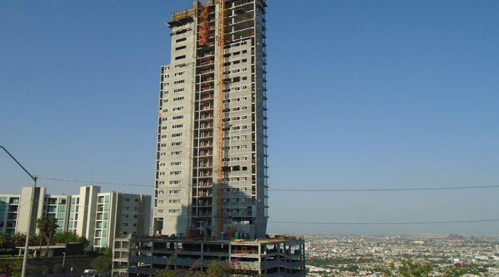 Avanza primera torre (de 3) de complejo de 'depas' con comercio