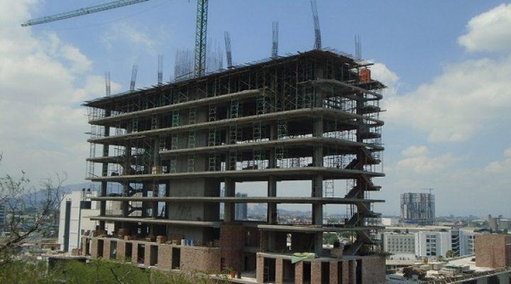 Avanza construcción de usos mixtos en el Obispado