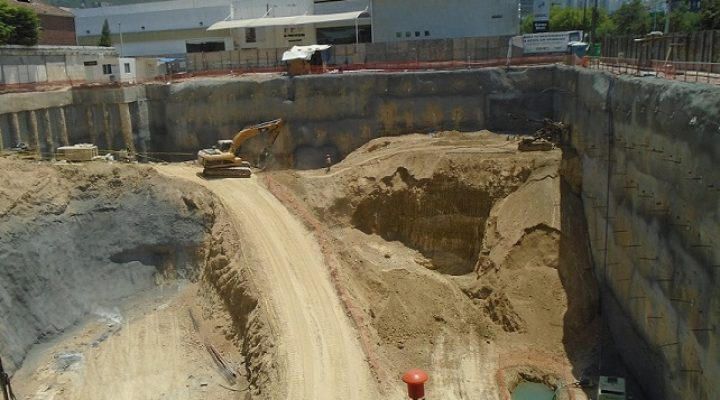 Definirán constructora para edificio comercial en Gómez Morín