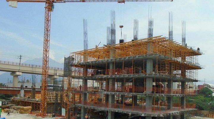Levantan primeros niveles de torre mixta en Santa Lucía