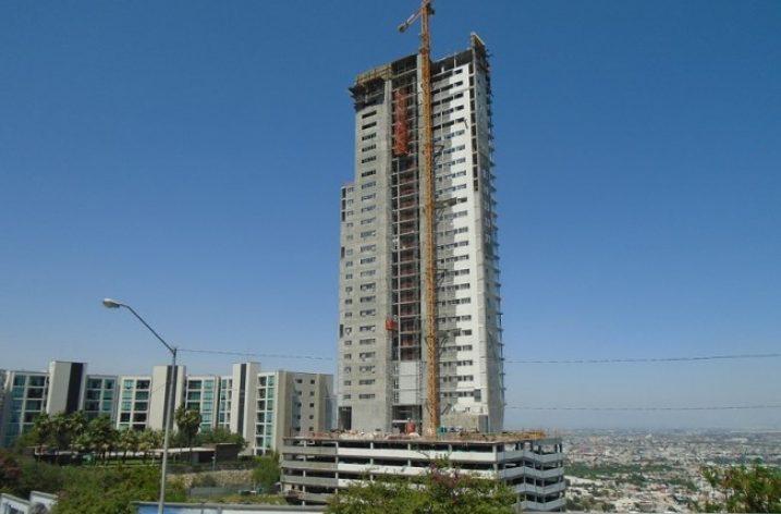 Casi lista primera torre (de 3) de complejo mixto en Puerta del Sol