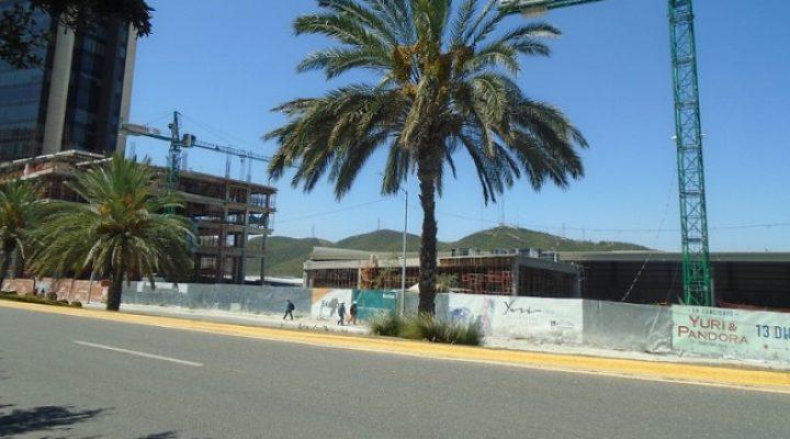 Emergen primeros niveles de oficinas y hotel en Av. Fundadores