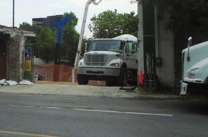 Ejecutan cimentación de complejo de uso mixto en San Pedro
