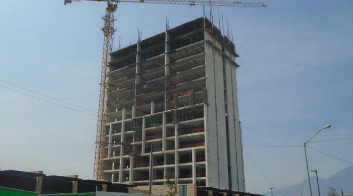 Crece estructura de edificio en Valle Poniente; planean nueva torre