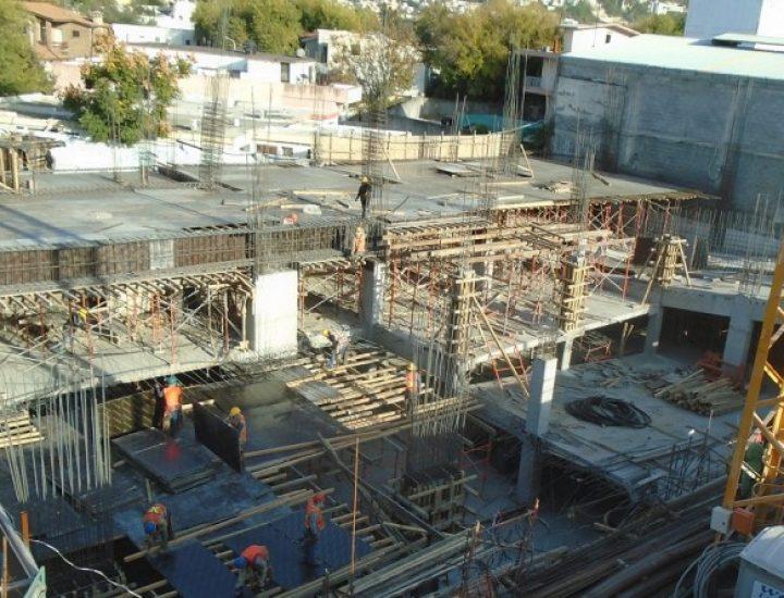 Emerge estructura de torre de uso múltiple en zona Contry