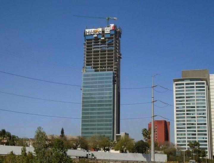 Levantan últimos niveles de inmueble vertical en San Jerónimo