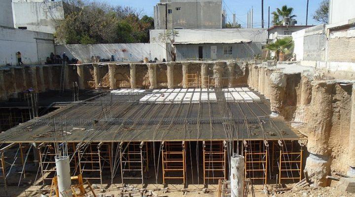 Ejecutan colado de losas de edificación vertical en el Centrito