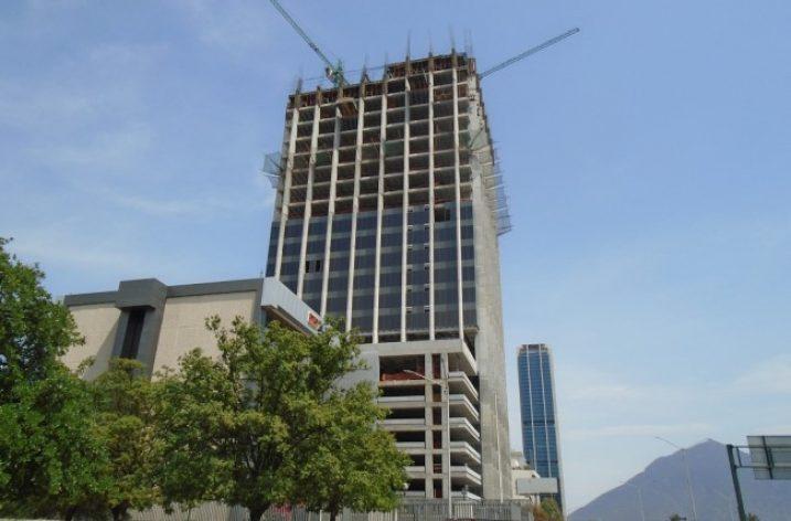 Levantan últimos niveles de torre mixta con hotel en MTY