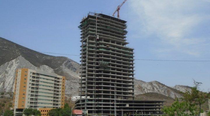 Entra a recta final estructura de torre de 'depas' en Santa María