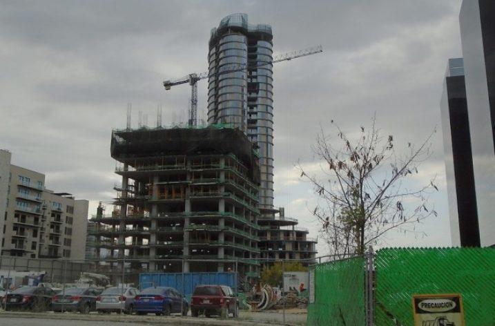 Llega al nivel  13 (de 37) torre habitacional de lujo en DVC