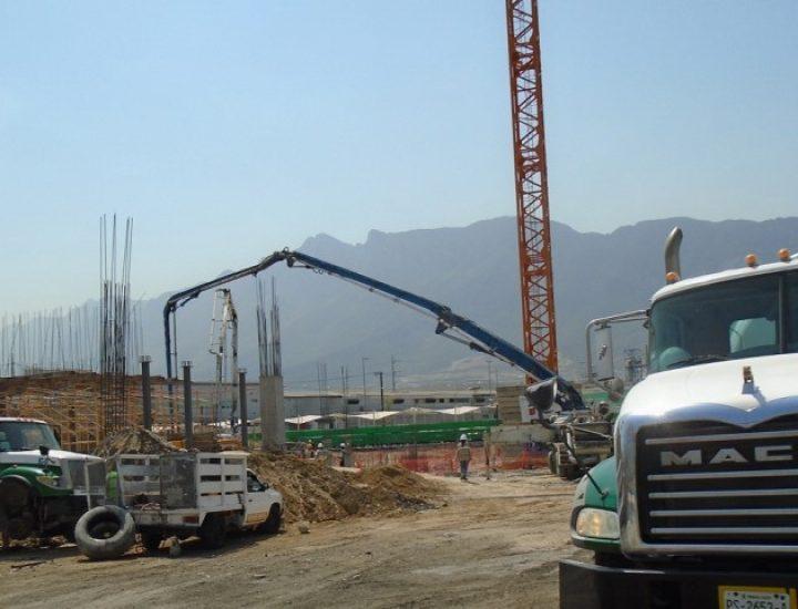 Ejecutan cimentación de edificio corporativo en Santa Catarina
