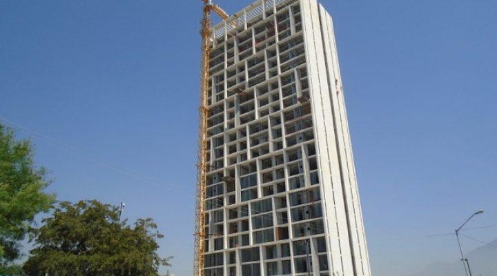 Finaliza estructura de torre de vivienda en SC; planean nueva fase