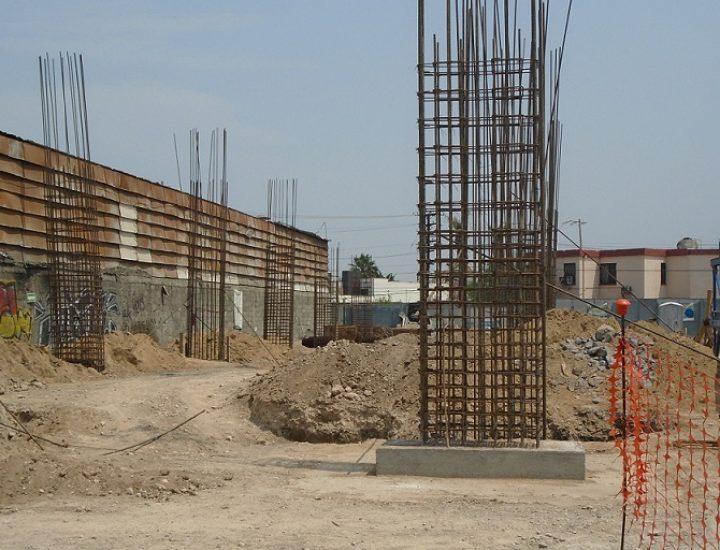 Desplantan columnas iniciales de torre de vivienda en MTY