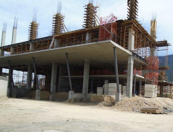 Levantan primeros niveles de sede corporativa en Blvd. Díaz Ordaz