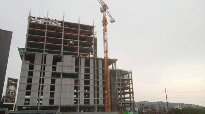Avanza primer edificio de complejo mixto en Valle Oriente