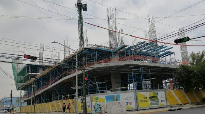 Inicia ascenso vertical de condominio en Avenida Madero
