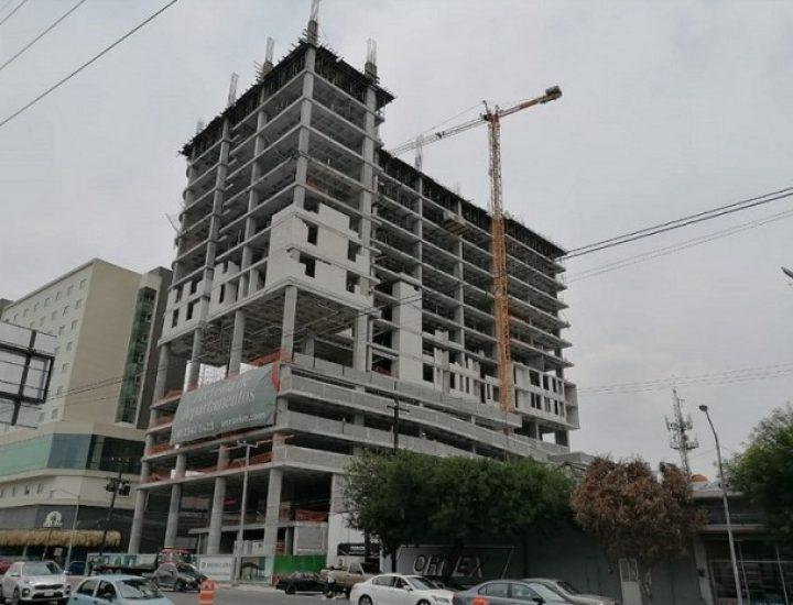Levantan últimos niveles de torre de uso mixto en Fundidora