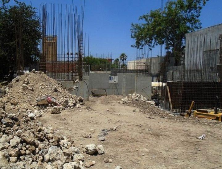 Sientan las bases de edificio residencial en el Centro regio