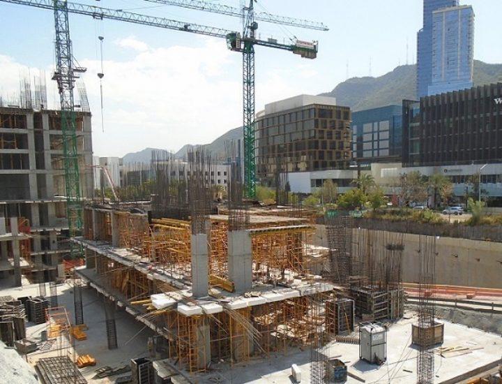 Crecen estructuras de complejo de uso mixto en Valle Oriente
