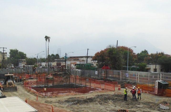 Da inicio obra civil de conjunto de uso mixto de 30 mil 061 m2