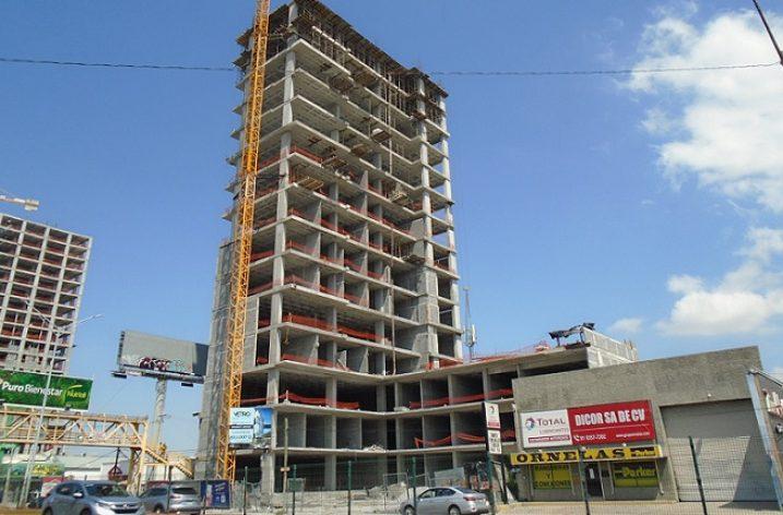 Edifican últimos niveles de torre de uso múltiple en la zona Contry